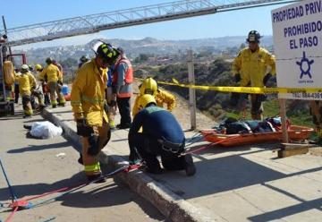 Bomberos de Tijuana capacita en materia de rescate en cuerdas