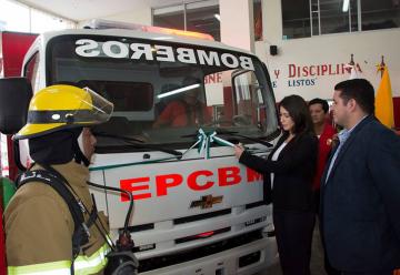 Alcaldesa realizó entrega de tres nuevos vehículos a Empresa Cuerpo de Bomberos