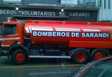 Bomberos Voluntarios de Sarandi presento su nueva unidad cisterna.