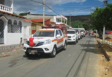 Con caravana Bomberos de Villa del Rosario estrenan nuevo vehículo
