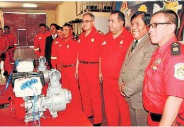 Entregan nuevos equipos para bomberos puneños