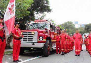 Entregan primera autobomba para bomberos en el Vraem