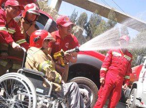 Jóvenes con discapacidad viven un día de bomberos