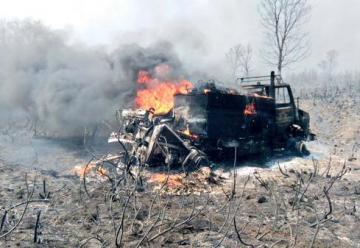 Las llamas en Villameca calcinan un camión antincendios y hieren a tres operarios