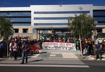 Bomberos denuncian que el Gobierno Vasco quiere precarizar su trabajo