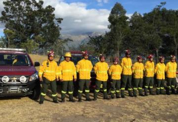 Los bomberos de Quito cuentan con nuevos trajes ignífugos