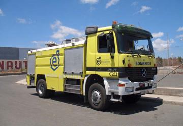 Los bomberos estrenan camión para grandes incedios