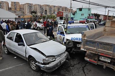 Vehículo de Bomberos colisiona durante emergencia en Alto Hospicio