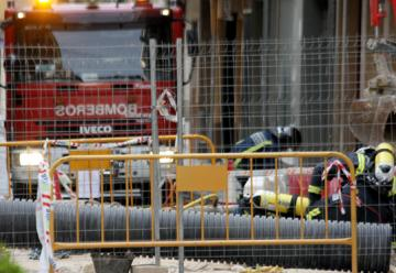 Cuatro bomberos y dos ancianos intoxicados leves por el escape de gas de Yecla