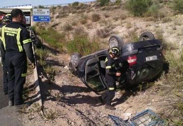 Bomberos de Villafranca rescatan a su jefe en un accidente