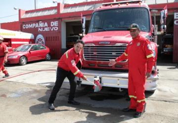 El alcalde apadrinó autobomba de compañía de bomberos de Nuevo Chimbote