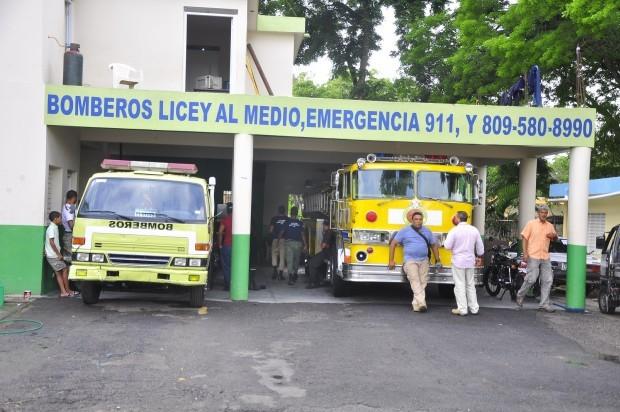 Camión de bombero sirve de ambulancia en Licey