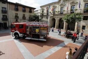 Presentacion de un nuevo camion de bomberos en la plaza de España./ Miranda de Ebro./ Avelino Gomez