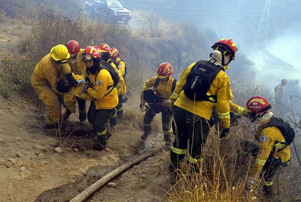 Fallecieron dos jóvenes bomberos en el incendio de Puembo