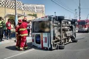 Un taxi impacta contra una ambulancia de la Compañía de Bomberos 135