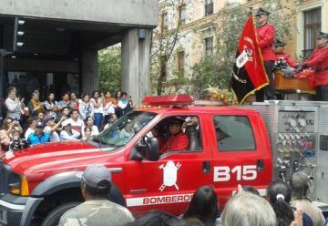 Despiden con aplausos y bendiciones a los dos bomberos fallecidos