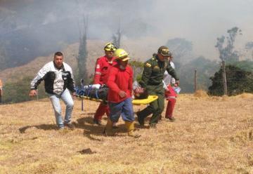 Siete bomberos de Pasto resultan heridos al caer a un abismo