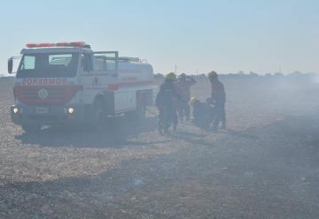 Bombero herido y una dotación dañada en un incendio