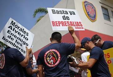 Protestan los bomberos contra el Plan Fiscal