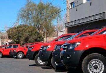 Asociaciones de Bomberos Voluntarios recibieron camionetas O Km.