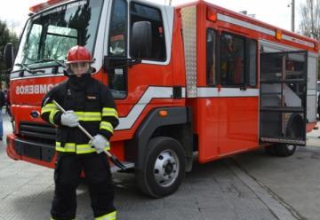 Nueva autobomba para la división bomberos de la policia