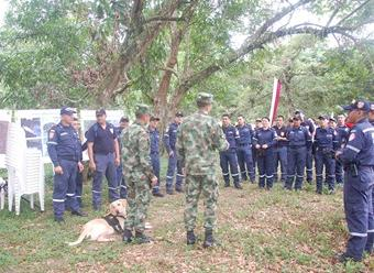 Ejército capacita a bomberos en Caquetá para que no caigan en campos minados