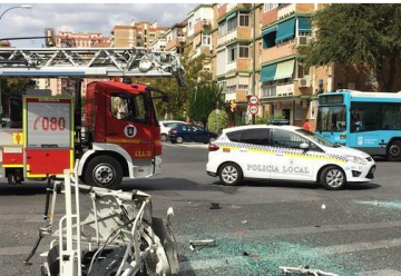 Fuerte accidente entre un camión de bomberos y un autocar