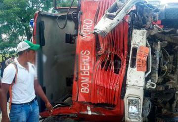 Suben a 17 los muertos en choque de autobús y camión de bomberos