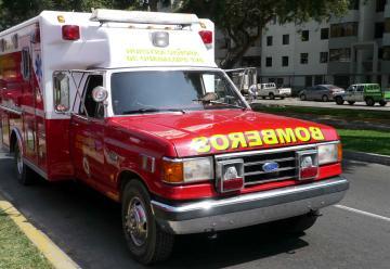 Roban equipos de ambulancia de los bomberos del Perú