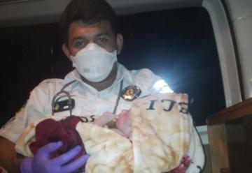 Mujer da a luz en ambulancia de Bomberos Voluntarios