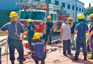 Entrenamiento de Bomberos en rescate con cuerdas