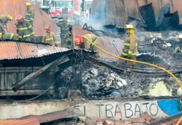 Voraz incendio en corralón municipal de Morón