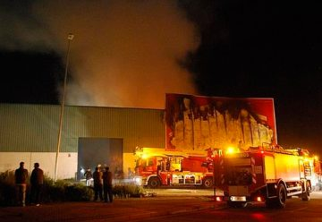 Cuatro bomberos heridos, dos graves, en deflagración