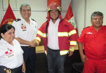 Bomberos de Pucallpa entrega vehículo y ambulancia a estación de Bomberos de Aguaytía