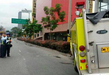 Un carro de bomberos en Medellín colisión contra poste