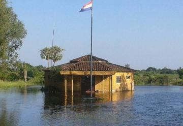 El cuartel de los Bomberos de Puerto Falcón bajo el agua