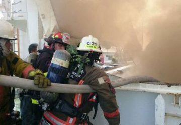 Bomberos de Guayaquil controlaron incendio de un barco