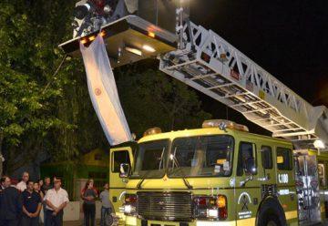 Bomberos Voluntarios presentó su autobomba con escalera