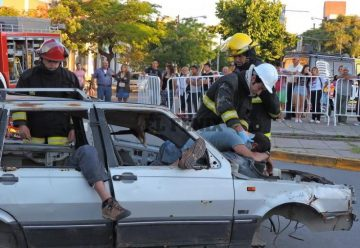 Bomberos Voluntarios realizó un simulacro de un accidente
