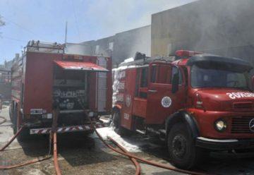 Gran incendio en un depósito de caucho en Rosario