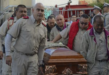 Rinden homenaje a bombero fallecido