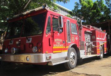 León recibe moderno camión contra incendios