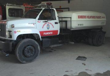 Bomberos Voluntarios de Piamonte incorporó un camión cisterna
