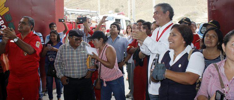Gobierno Regional entrega camión cisterna a de Bomberos de Talara