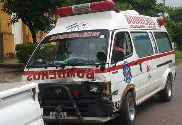 Ambulancia de bomberos choca mientras trasladaba a paciente