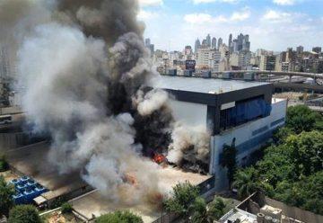 Gran incendio de un depósito de Canal 13