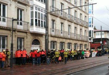 Nueva protesta de los bomberos en Vitoria-Gasteiz