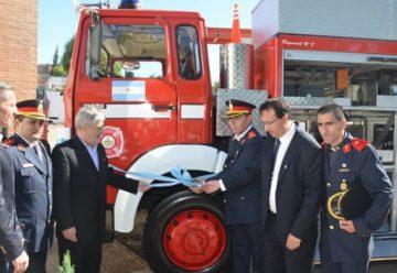 Bomberos de Trelew festejo el 40º aniversario, con una nueva unidad