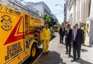 Cinco carros para los bomberos del Paraguay