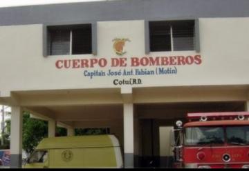 Bomberos de Cotuí protestan en demanda de pago